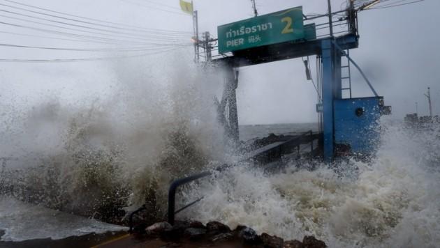 """In der Provinz Surat Thani zeigt """"Pabuk"""" seine Kraft. (Bild: AFP )"""