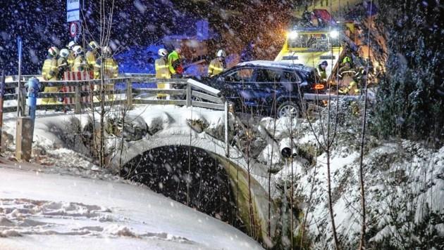 Verkehrsunfall auf schneeglatter Straße in Plainfeld/Salzburg (Bild: Markus Tschepp)