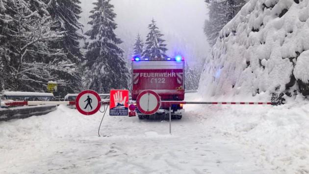 In Tirol wurde wegen Lawinengefahr unter anderem die Zufahrt nach Ginzling gesperrt. (Bild: APA/ZOOM.TIROL)