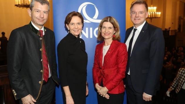 Uniqa-Vorstand Kurt Svoboda, Landtagspräsidentin Brigitta Pallauf, Andrea Eder-Gitschthaler und Peter Humer. (Bild: Franz Neumayr)