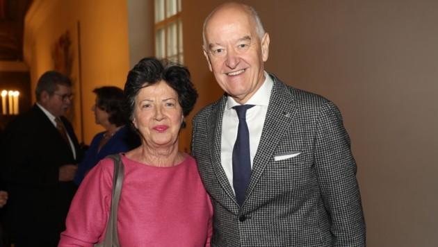 Gastronom und Weinexperte Hermann Döllerer und seine Ehefrau Martha. (Bild: Franz Neumayr)