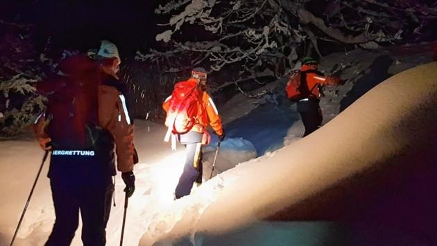 Die Bergretter auf dem Weg zur Alm am Tauglboden. (Bild: Bergrettung Salzburg)