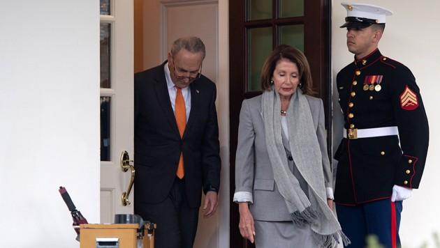 Schumer und Pelosi beim Verlassen des Weißen Hauses (Bild: AFP )