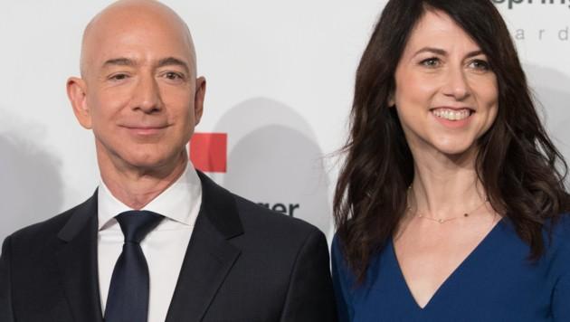 Jeff Bezos mit seiner Noch-Ehefrau MacKenzie Bezos (Bild: AFP)