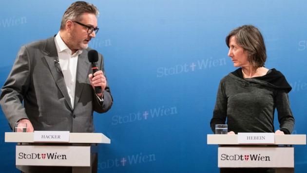 Wiens Sozialstadtrat Peter Hacker (SPÖ) und die designierte Grüne Spitzenkandidatin Birgit Hebein (Bild: APA/GEORG HOCHMUTH)