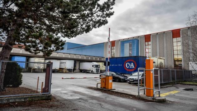 Weil in der Slowakei ein neues Logistikzentrum entsteht, hat das Lager in Enns (Bild) 2020 ausgedient. (Bild: Markus Wenzel)