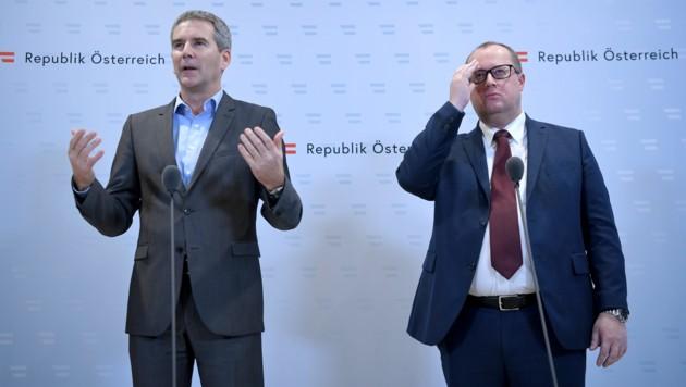 Finanzminister Hartwig Löger (ÖVP) und Finanzstaatssekretär Hubert Fuchs (FPÖ) (Bild: APA/ROLAND SCHLAGER)