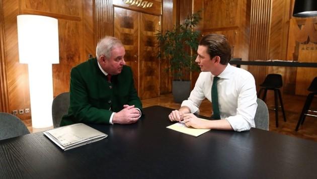 Bundeskanzler Sebastian Kurz mit dem steirischen Landeshauptmann Hermann Schützenhöfer (Bild: BKA/Arno Melicharek)