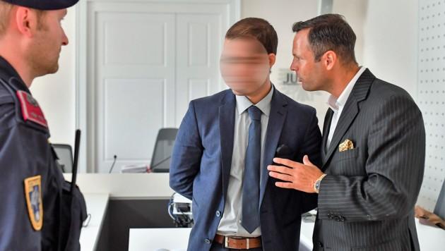 Anwalt Andreas Mauhart (r.) vertritt auch im aktuellen Fall den 30-jährigen Wolf G. (Bild: Harald Dostal)