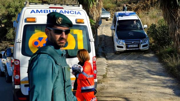 Einsatzkräfte am Unfallort (Bild: ASSOCIATED PRESS)