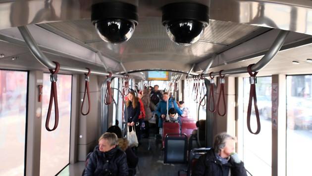 Umfrage Ÿber Strassenbahn †berwachung in Linz Foto: Horst Einoeder/ Flashpictures (Bild: Horst Einöder)