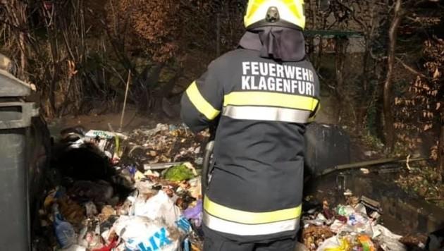 Immer wieder mussten die Feuerwehren in Klagenfurt zu brennenden Müllinseln ausrücken. (Bild: FF St. Peter Klagenfurt)