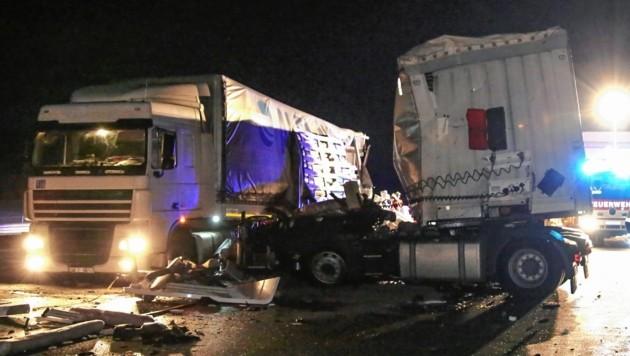 Das Führerhaus des Lkw des bulgarischen Unfall-Lenkers wurde komplett abgerissen, der Mann schwerst verletzt. (Bild: Markus Tschepp)