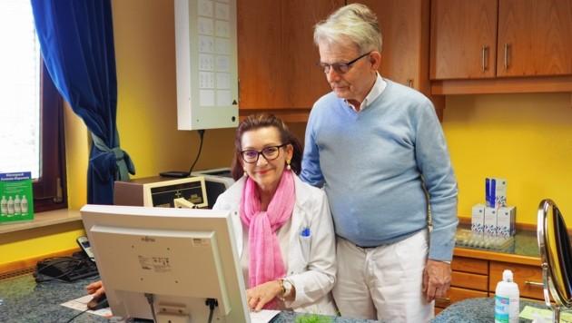 Ingrid und Dr. Walter Berger: Die Praxis bleibt geöffnet! (Bild: Thomas Leitner)