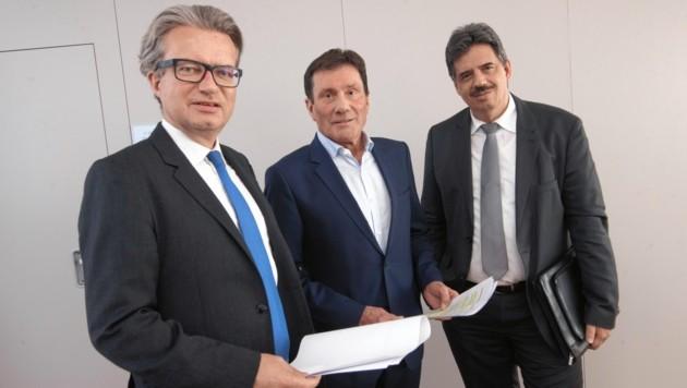 Von links: Drexler mit Winkler (VAEB) und Fartek (KAGes) (Bild: Elmar Gubisch)