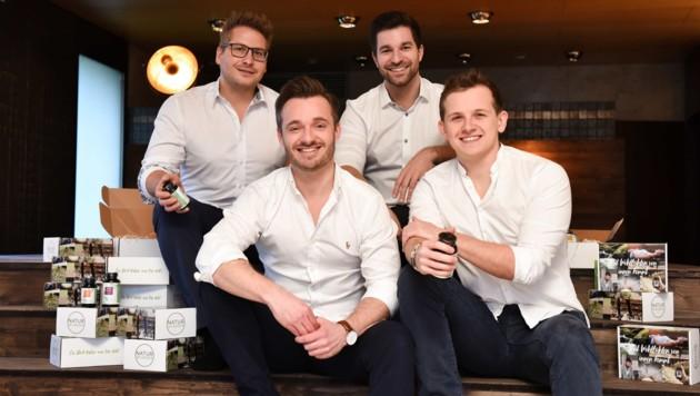 2016 gründeten Paul Wimmer, Marc Grömer, Christopher Wimmer und Gabriel Moser (von links) die Marke Natur Wunder, die von Wels aus im Nahrungsergänzungsmittel-Markt voll angreift. (Bild: Markus Wenzel)