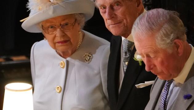 Queen Elizabeth mit Prinz Philip und Prinz Charles (Bild: AFP)
