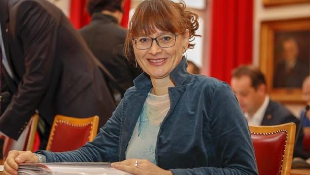 Martina Berthold kaufte sich für das Edelweißkränzchen ihr erstes Dirndl seit der Kindheit. (Bild: Tschepp Markus)