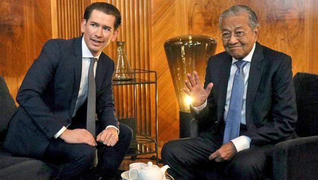 Beim Besuch von Premier Mahathir bin Mohamad ging es laut Bundeskanzler Sebastian Kurz vorwiegend um die Vertiefung der Wirtschaftsbeziehungen zwischen Österreich und Malaysia. (Bild: AP)