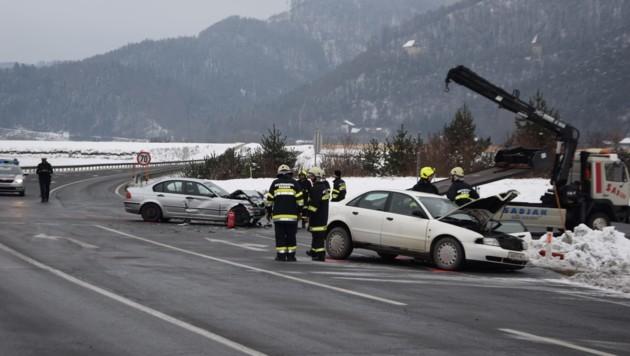 Drei Personen wurden bei der Kollision in Ruden verletzt. (Bild: Georg Bachhiesl )