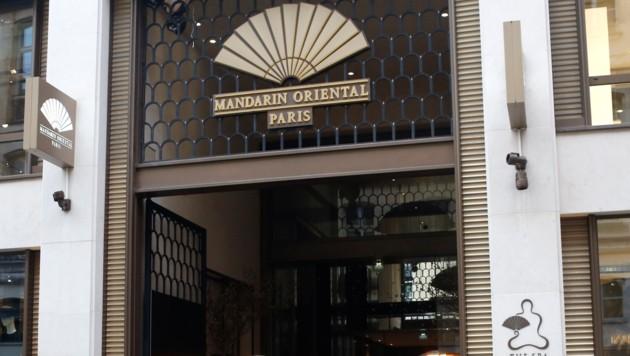 Eingangsbereich des Mandarin Oriental Hotels in Paris (Bild: AP)