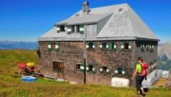 So sieht die Schutzhütte auf dem Reichenstein im Sommer aus. (Bild: Paul Sodamin)