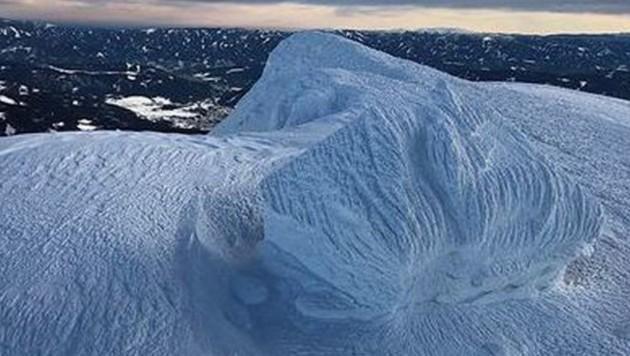 Die heftigen Schneefälle verwandelten die Reichensteinhütte in einen Eispalast. (Bild: Barbara Reiter/Andi Siebenhofer)