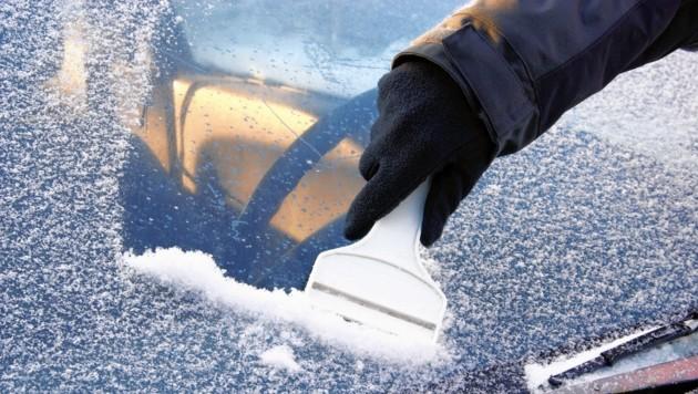 Dank der sibirischen Kälte müssen die Scheiben in den nächsten Tagen ausnahmsweise nicht abgekratzt werden, sie eisen nicht an. (Bild: ©LianeM - stock.adobe.com)
