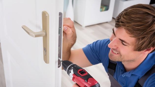 Nicht jeder Schlüsseldienst arbeitet seriös und zu angemessenen Preisen (Symbolbild). (Bild: ©Andrey Popov - stock.adobe.com)
