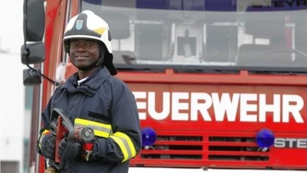 Emeka Emeakaroha ist nicht nur Pfarrer, sondern auch freiwilliger Feuerwehrmann. (Bild: Emeka Emeakaroha/Privat)