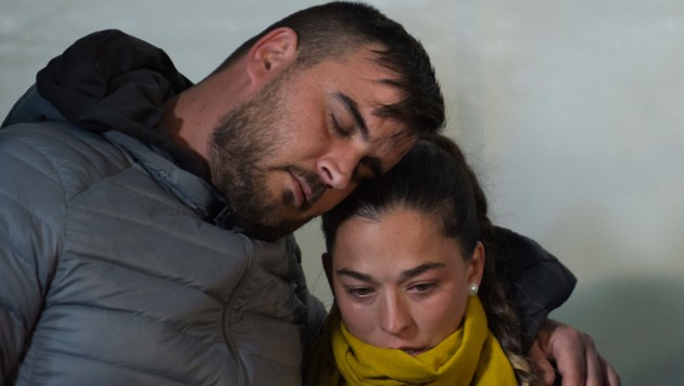 Die Eltern von Julen weinen um ihr Kind. (Bild: AFP)