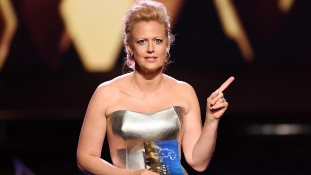 Barbara Schöneberger bei der Verleihung des Bayerischen Fernsehpreises im Prinzregententheater (Bild: APA/dpa/Tobias Hase)