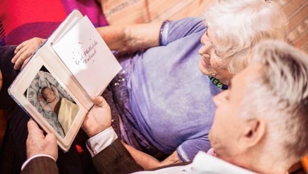 Was braucht es, um ältere Menschen glücklich zu machen? Neben Basisdingen wie Geld oder etwa Mobilität sind jetzt auch kleine Ideen gefragt. Jeder kann mitmachen! (Bild: Zoe Karapetyan / Good Life Crew)