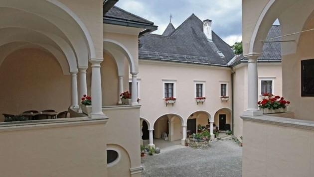 Die Wohnnutzfläche beträgt von Schloss Thürn beträgt 2000 Quadratmeter und damit viel Privatsphäre, Schutz und Unabhängigkeit. Es wäre sofort bezugsbereit. (Bild: www.immobilien-kitz.com)