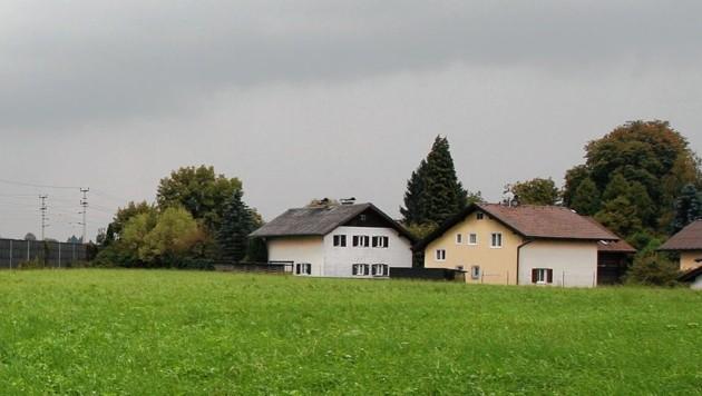 Die Angreifer flüchteten in Richtung der Siedlung in der Valkenauerstraße. (Bild: Tröster Andreas)