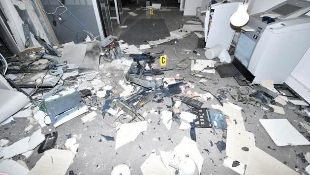 Der Schaden im Bankfoyer ist groß. (Bild: LPD Wien)