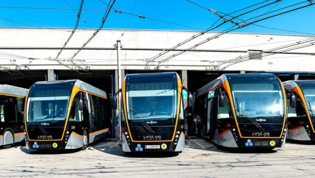13 Elektro-Busse hat die Linz AG bereits in Betrieb, sieben weitere kommen heuer zum Einsatz im Stadtgebiet noch dazu. (Bild: LinzAG/groxpressimages.at)