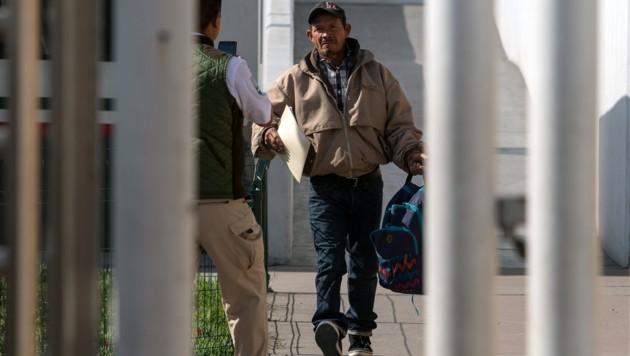 Carlos Catarlo Gomez aus Honduras muss sein US-Asylverfahren in Mexiko abwarten. (Bild: APA/AFP/Guillermo Arias)