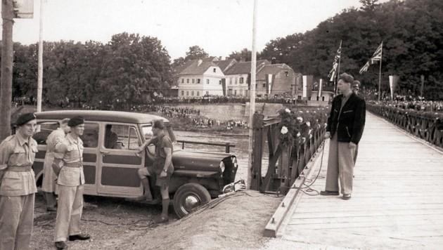 1952 eröffnen britische Soldaten eine Behelfsbrücke über die Mur bei Bad Radkersburg (Bild: Foto Bund Radkersburg, MiaZ – Museum im Alten Zeughaus, Bad Radkersburg)