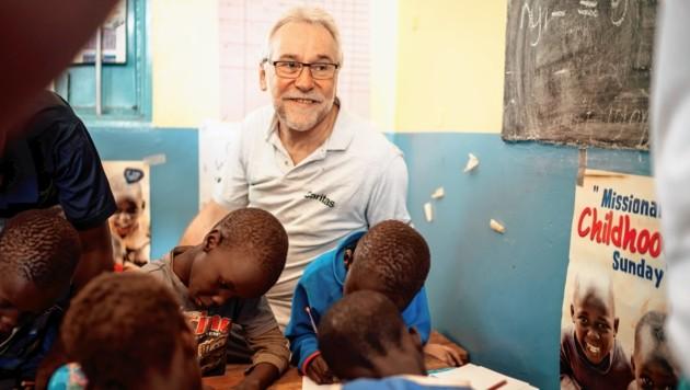 Josef Marketz in Uganda: 2018 hat die Caritas Kärnten Projekte in Afrika mit 500.000 Euro unterstützt. (Bild: Daniel Gollner)