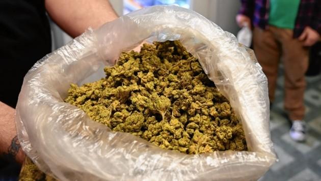 20 Kilo getrocknetes Cannabiskraut (Symbolbild) wurden sichergestellt. (Bild: AFP or licensors)