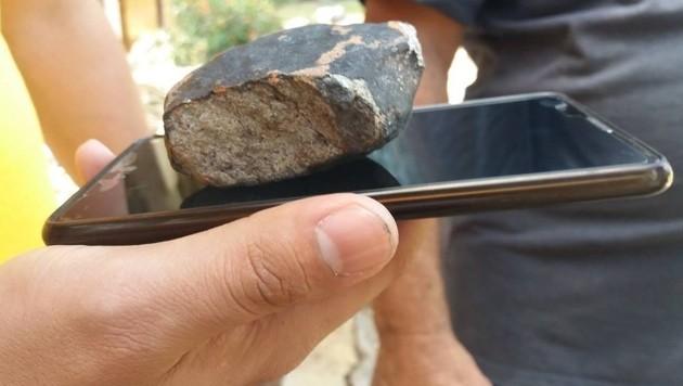 Ein kleinerer Teil des Meteoriten (Bild: AFP)