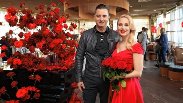 Andreas Gabalier und Silvia Schneider bei der Präsentation von Schneiders Valentine's Collection in der Sky Bar (Bild: Starpix/ Alexander TUMA)