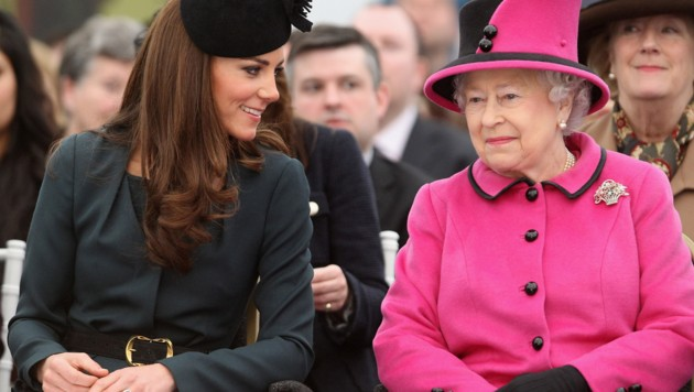 Herzogin Kate mit Queen Elizabeth (Bild: 2012 Getty Images)