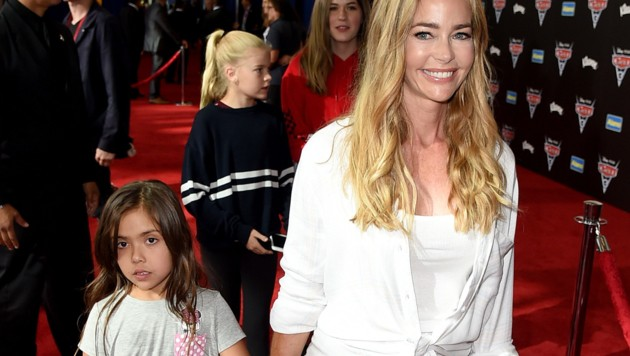 "Denise Richards mit Tochter Eloise bei der ""Cars 3""-Premiere 2017 in Anaheim (Bild: 2017 Getty Images)"