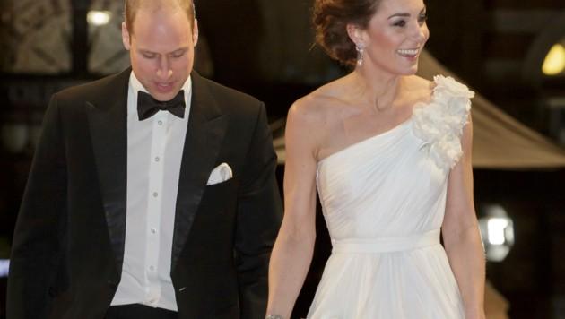 """Herzogin Kate wird für ihren Auftritt von britischen Medien als """"Goddess of Cambridge"""" gefeiert. (Bild: AP)"""