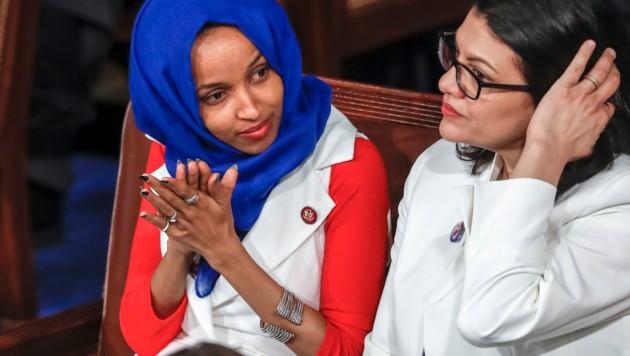 Die US-Abgeordneten Ilhan Omar (links) und Rashida Tlaib (Bild: AP)