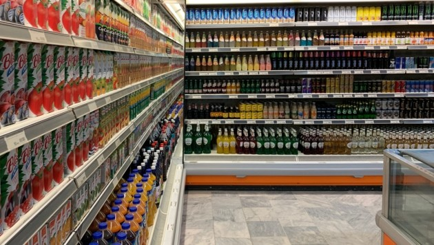 Ein Getränkeregal in einem Supermarkt in Masar-e Scharif (Bild: Alexander Bischofberger-Mahr)