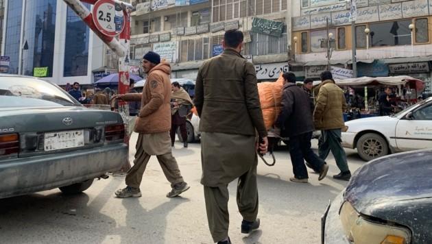 Geschäftiges Treiben in Kabul, wo beinahe alle Straßen Begegnungszonen sind (Bild: krone.tv)