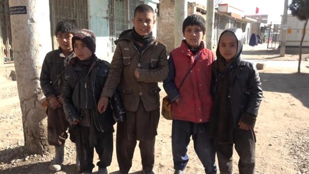 Man sieht vielerorts bettelnde Kinder ... (Bild: krone.tv)